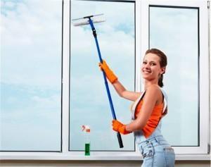 Преимущества мытья окон клининговой компанией