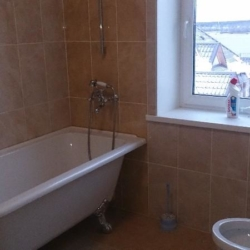 Чистка ванной комнаты в коттедже