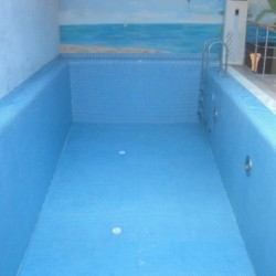 Чистка бассейна после