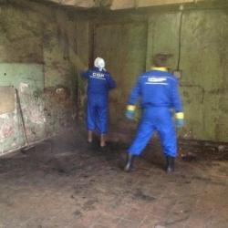 чистка стен на промышленном предприятии
