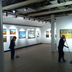 Уборка в картинной галерее